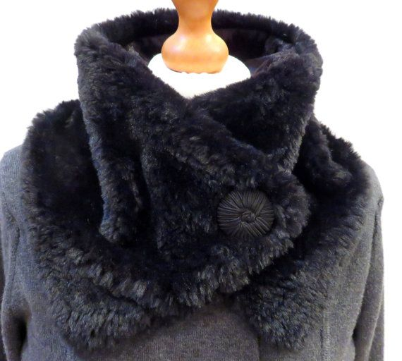 Обратно в зиму! Роскошный искусственный мех капюшон/воротник, подкладка вельветовый. Винтажный стиль кнопки. Конструктор изготовлен в Великобритании. 47.57usd