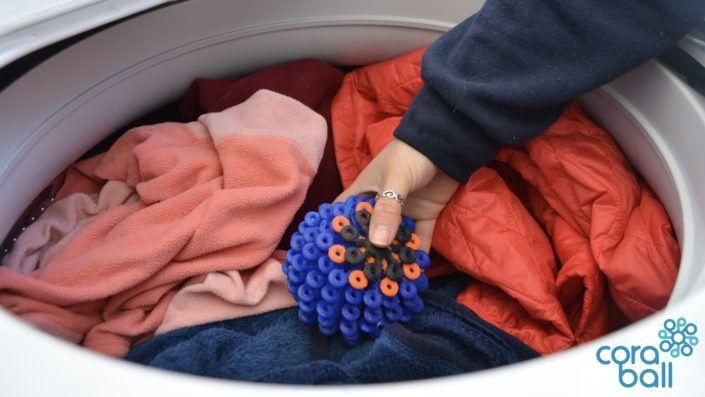 Cora Ball vangt microvezels uit kleding af