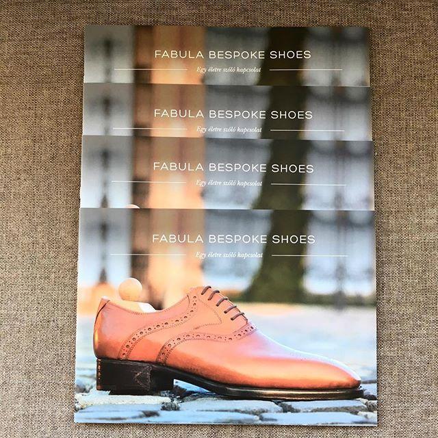 Good news! ☝️Fabula catalogues including our latest models will be available in English as well soon.. ------------------------------------------  #fabulashoes #fabula_bespoke_shoes #bespoke #catalogue #shoecatalogue #shoelover #shoegazing #shoemaking #menwithclass #gentlemen #gentstyle #madetoorder #madetomeasure #massschuhe #suitup #suitandtie #leathercraft #handweltedshoes #handmadeshoes #dapper #classydapper #styleblogger_de #fashionblogger_de #menswear #menfashionpost