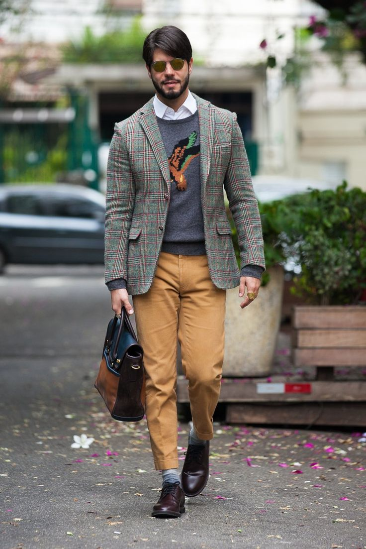 Look com inspiração inglesa: blazer xadrez de lã, calça alfaiataria e sapatos clássicos.