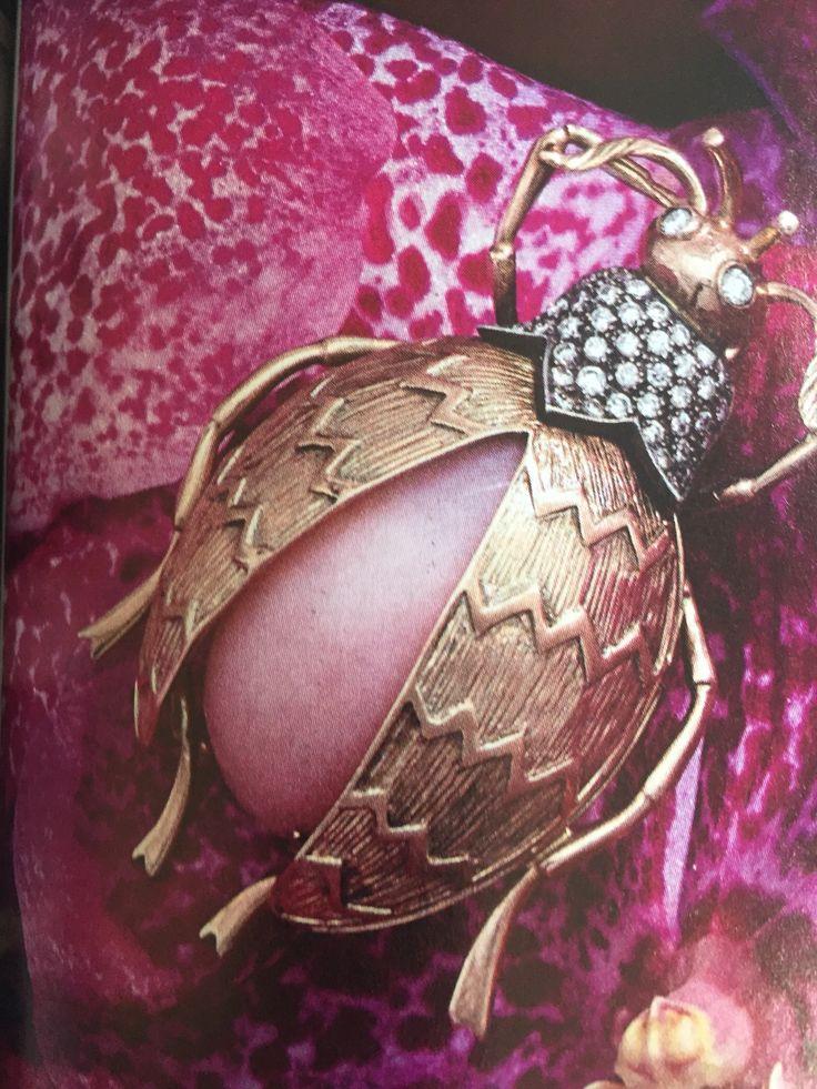 Scarabeo in oro, brillanti e opale rosa di Veronesi Antonella.