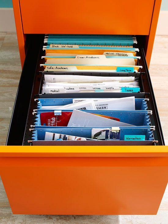 Un consejo para limpiar el desorden cuando se siente abrumado! 5 minutos a la vez - carpeta de organización de archivos. -------- Tip for decluttering when you are feeling overwhelmed! 5-Minutes at a time - file folder organizing.