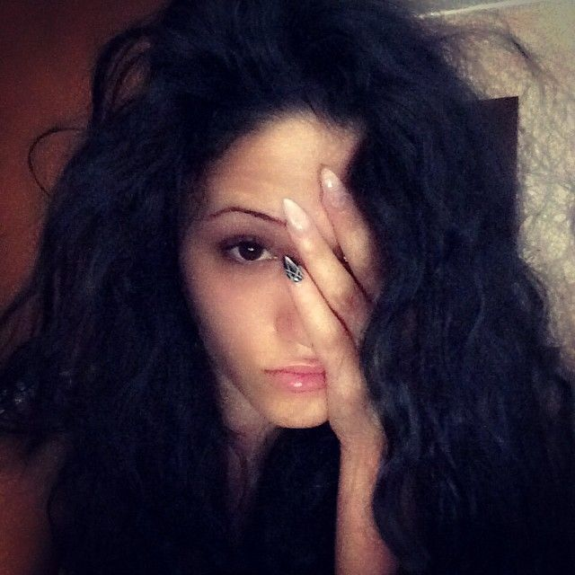 Malemale  this is me at 7am ... Not good #7am #me #notgood #bad #nonbene #malemale #goodmorning #dullgirl #buongiorno #curlyhair #broncio #awakening #pout #blackhair #black #blacktoblack #blackonblack #sulk #male #roma #igersitalia #bigcurly #bigcurlyhair