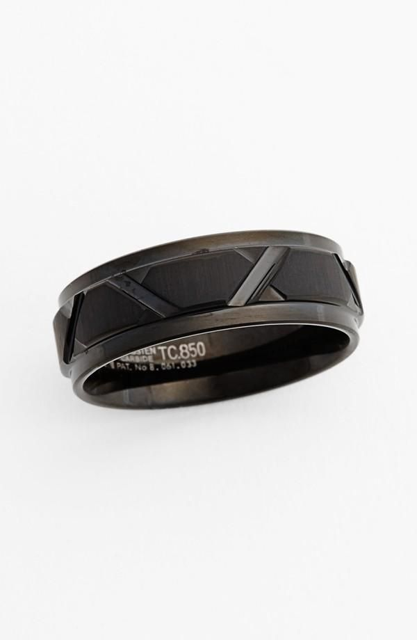 We love the diagonal cut detail on this band.