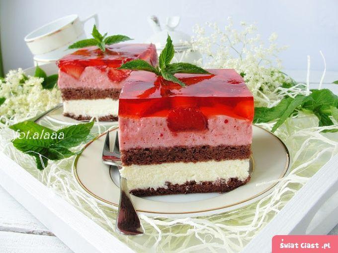 Ciasto z budyniem i truskawkowym musem