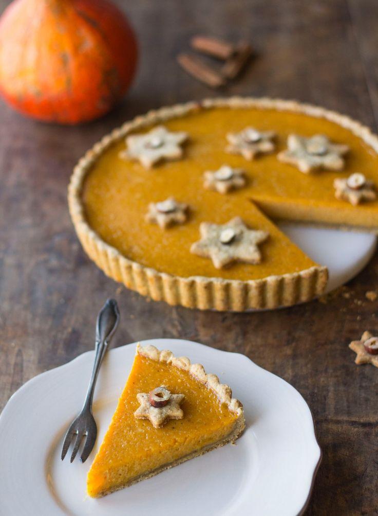 """""""Pumpkin pie"""" tarte au potiron et épices - Un dessert d'automne parfumé à la cannelle... Cette tarte au potiron (pumpkin pie) a déjà conquis les américains ; testez notre recette pour épater vos invités !"""