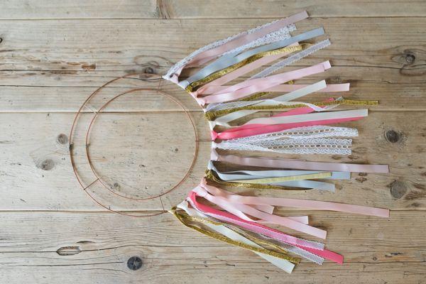 Wedding décor DIY: Make your own ribbon chandelier #wedding #decor #diy