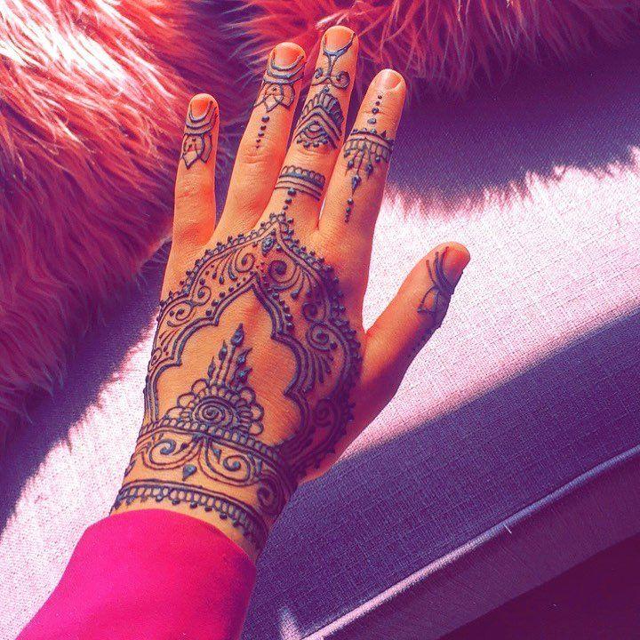I love to do henna   dm me #raleighnc • • • #orlando #henna #jagua #tattoo #hennatattoo #hennaart #mendi #art #cute #kissimmee #florida #miami #dope #trendy #tattoos #snake #handtattoo #miami #jaguatattoo #party #mindy #nyc #mándala #tattoo #popculture #holiday #christmas #2018 #raleigh #durham #nc