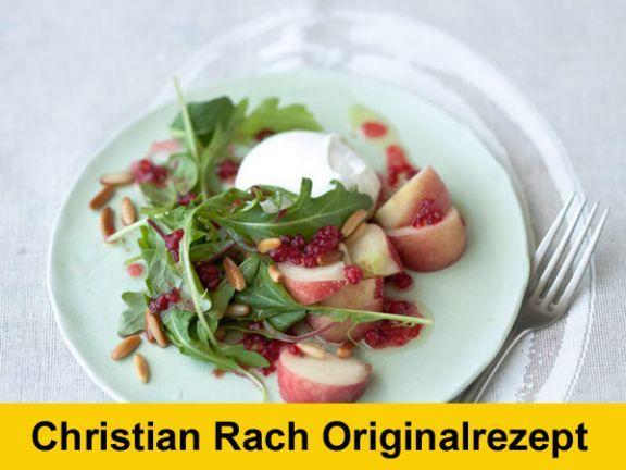 Christian Rach stellt Ihnen ein neues Original-Rezept vor: Büffelmozzarella mit Weinbergpfirsich, Rucola und Himbeer-Vinaigrette