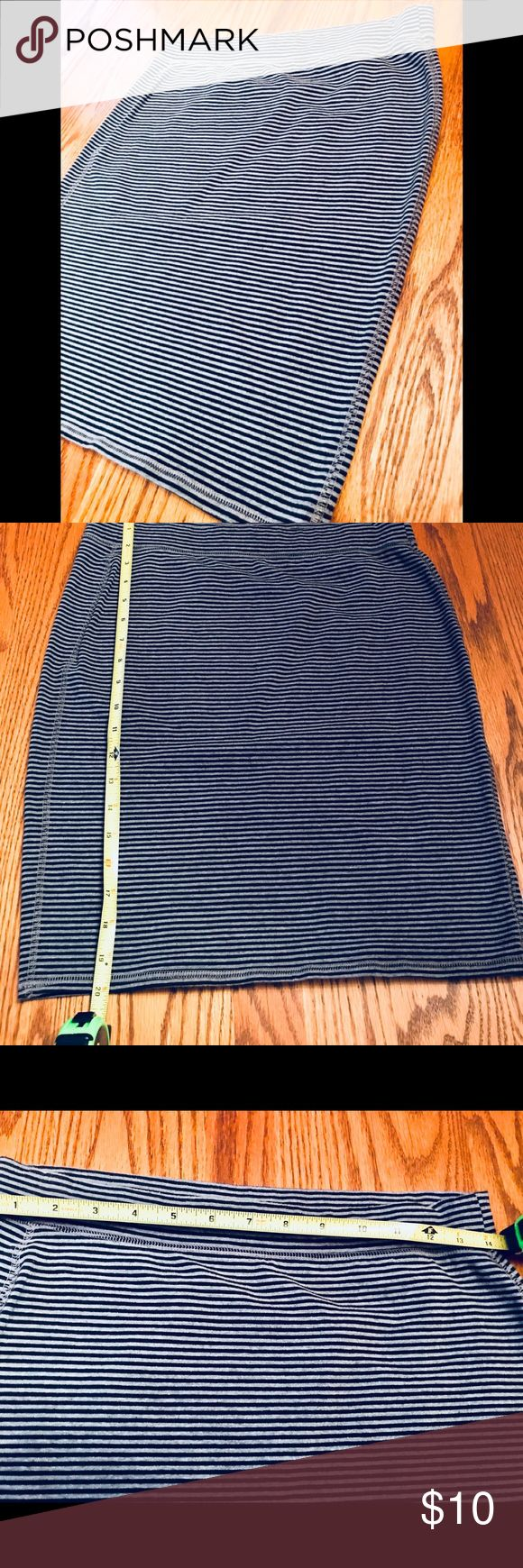 Old Navy striped Skirt Excellent condition. No tears, Rips, or holes. Worn only a couple times. It's great for layering and goes with anything. Old Navy Skirts Midi