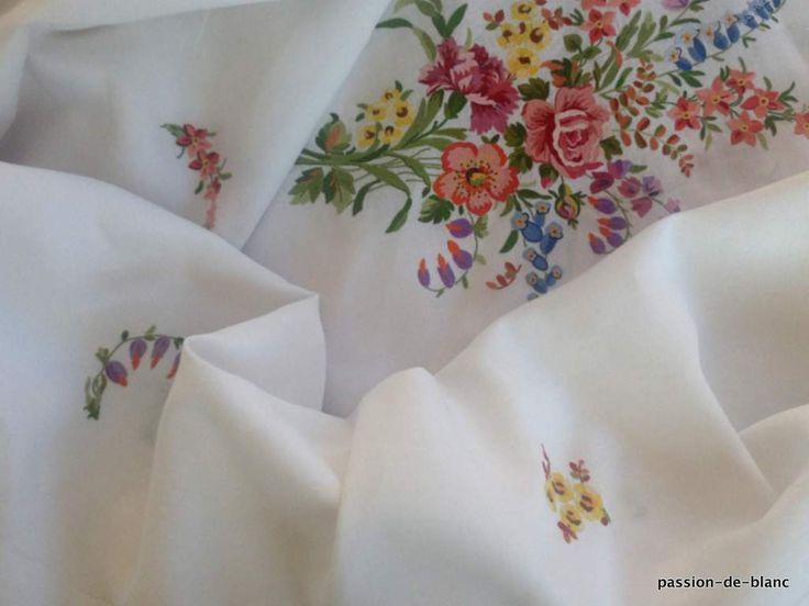 Проданные товары> Старый белье стол> Старая одежда / Чудесная скатерть с Бове вышивка делается на льняной ткани - старого белья - Страсть де Блан - Античный текстиль - старые кружева