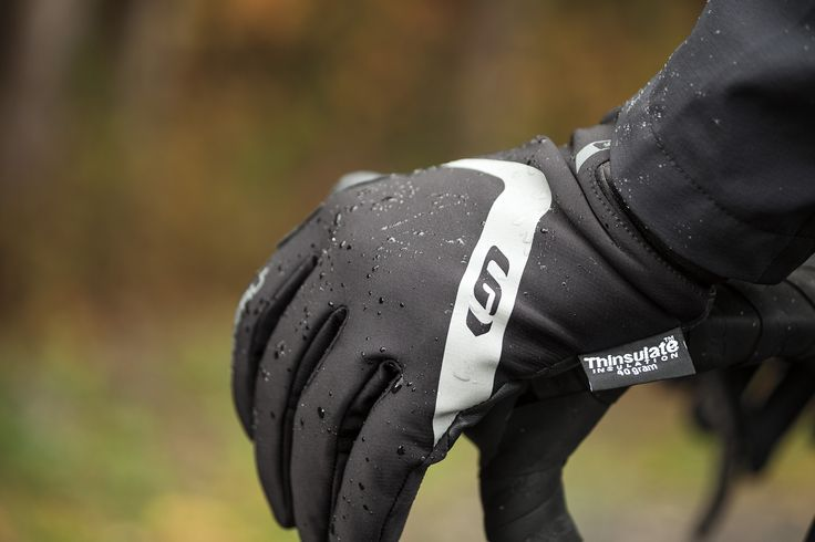 The Proof Gloves are designed to be 100% waterproof and handle an cold, rain, and wind that mother nature throws your way. A double cuff construction seals perfectly for serious protection that will keep your hands warm and dry. Touch screen fingertips allow use of a touch screen device without having to remove gloves.