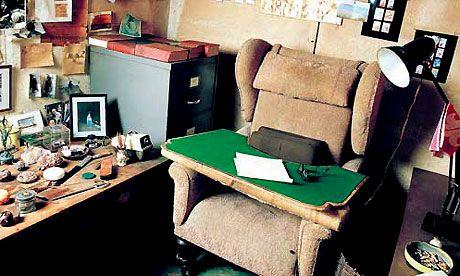 Quentin Blake on Roald Dahl's writing shed  #roalddahl