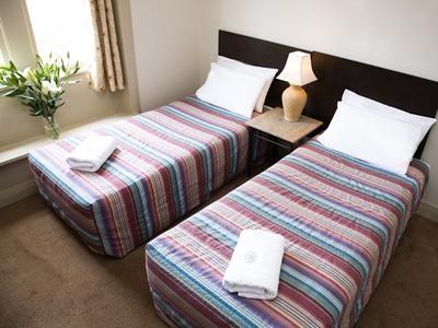 ✔ Giá từ: 1,840,000 VNĐ __________  ★ Số sao: 3 _____________________  ☚ Vị trí:  Avoca Street, Randwick ____  ❖ Tên khách sạn: Avoca Lodge Randwick - by Sydney Lodges  _____   ∞ Link khách sạn: http://www.ivivu.com/vi/hotels/avoca-lodge-randwick-by-sydney-lodges-W52921/  ∞ Danh sách khách sạn ở Sydney: http://www.ivivu.com/vi/hotels/chau-dai-duong/uc/sydney/all/1/