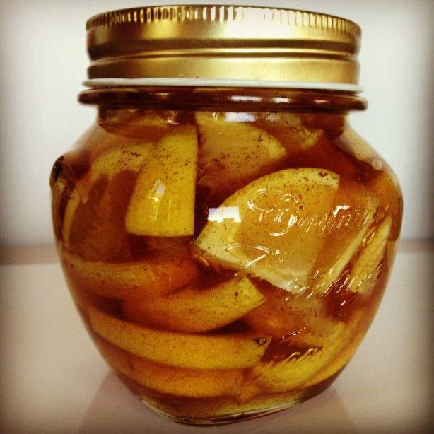 Anti-Griep-Wonder. Een eetlepel oplossen in een kop heet water en gelijk opdrinken.  Het zijn schijfjes citroen met plakjes gember aangevuld met honing en een beetje kaneel. :)