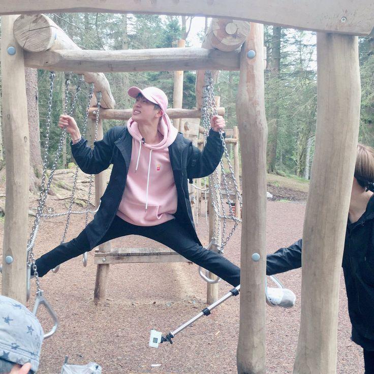 """BTS_official on Twitter: """" 아미들도 #방탄소년단 과 함께한 즐거운 여행이 되었길 바라며... -BTS BON…"""