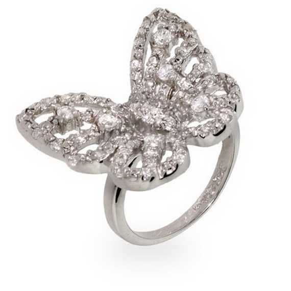 Mariah carey's ring,this is the most beautiful butterfly ring i've ever seen before ♥