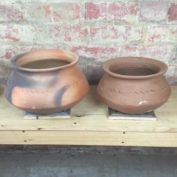 Hand made clay Chatti cooking pots from Sri Lanka. Season and cook wonderful, aromatic curry's, use them as herb pots and so much more. Whatever your needs, the