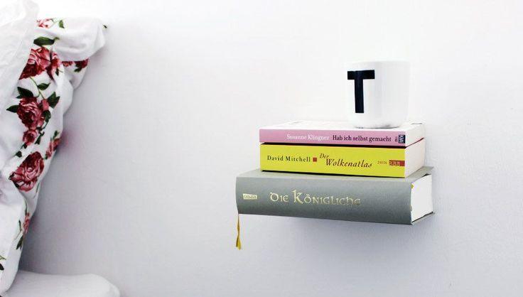 Auf Roombeez findet Ihr eine Step-by-Step Anleitung, mit Hilfe derer Ihr ein unsichtbares Bücherregal bauen könnt und eure Bücher zu schweben scheinen.