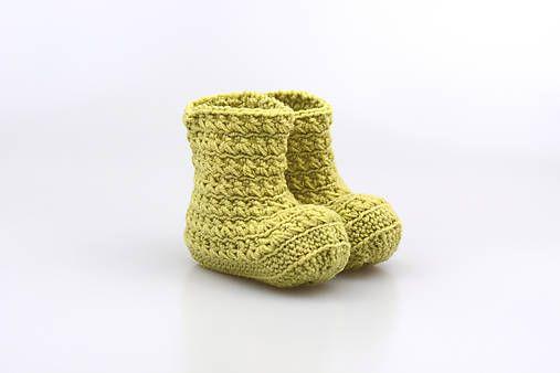 Čižmičky pre bábätko sú ručne háčkované z prírodného materiálu - z kvalitnej nórskej extra jemnej zelenej 100% merino vlny vhodnej pre citlivú detskú pokožku. Sú vhodné predovšetký...