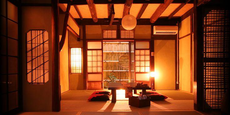 情緒あふれる古都、京都。紅葉が美しくなる季節はもうすぐ。古い町並みと紅葉とのコントラストは、いつ見ても心に響くものがあります。思い思いに秋の京都を楽しんでみてはいかがでしょうか。京都旅といったら、泊まる宿にもこだわりたいですよね。そこで今回は、京都旅行で泊まってみたい、ホテル・旅館・お洒落な宿泊施設13選をまとめてみました。是非、京都旅の参考にしてみて下さいね!