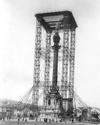 1888. Construcció de la Estatua de Colom a Barcelona en motiu de la Exposició…