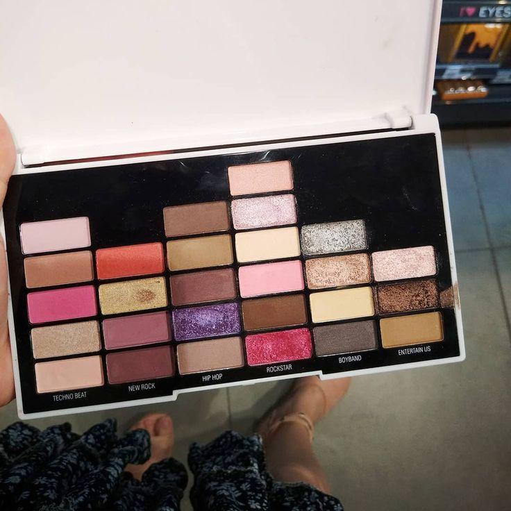 Revolution Scheinwerfer in Watsons sind jetzt im Verkauf und die einzige Palette, die ich finden kann …   – makeup
