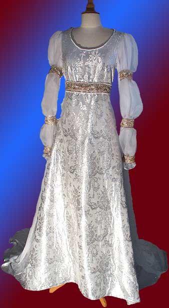 Drei Haselnüsse für Aschenbrödel Brautkleid von BediaPeukert auf Etsy
