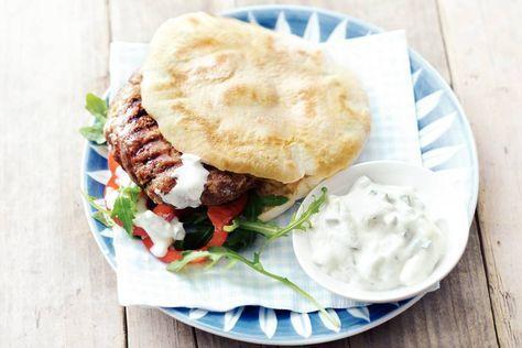 4 februari - magere rundergehakt + tzatziki in de bonus = zelfgemaakte hamburgers met Griekse frisromige saus. - recept - Allerhande
