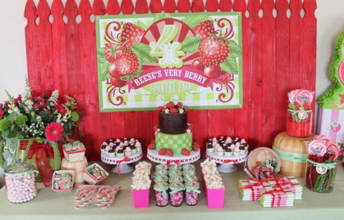 strawberry shortcake birthday party. adorable.