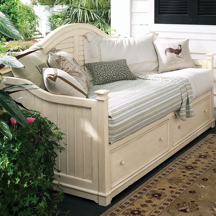 Eleanor Daybed