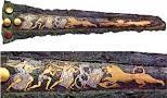 Pugnale della caccia al leone -XVI sec. a.C. circa -autore sconosciuto -luogo di ritrovamento: tomba IV, Micene, Grecia -luogo di conservazione: tecnica agemina, intagliare il bronzo per riempirlo -con lamine d'oro e/o d'argento.
