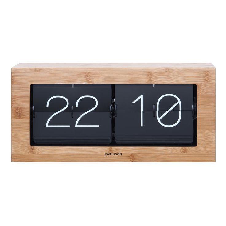 De Karlsson Boxed Flip tafelklok is écht een originele verschijning. Geen standaard klok, maar een tafelklok waarbij elke minuut de cijfers flippen naar de juiste tijd. Het houten frame zorgt voor een frisse look op je tafel of bureau.