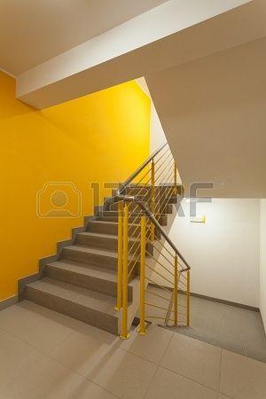 die besten 17 bilder zu vorraum auf pinterest moderne treppen eingang und treppen. Black Bedroom Furniture Sets. Home Design Ideas