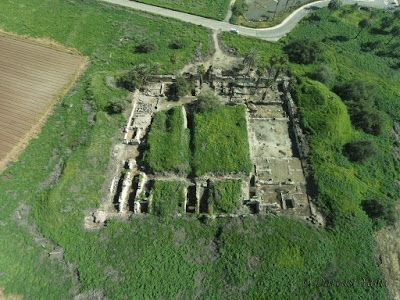 Early Islamic caliph's palace restored in Israel.  Aerial view of the excavated early Islamic caliph's palace Khirbat al-Minya  [Credit: ©: Yaniv Darvasi/The Hebrew University of Jerusalem]