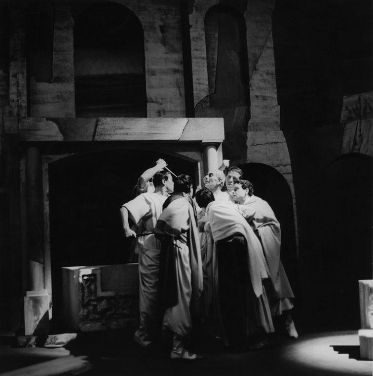 1953 Giulio Cesare di William Shakespeare, regia di Giorgio Strehler, foto Archivio Piccolo Teatro di Milano