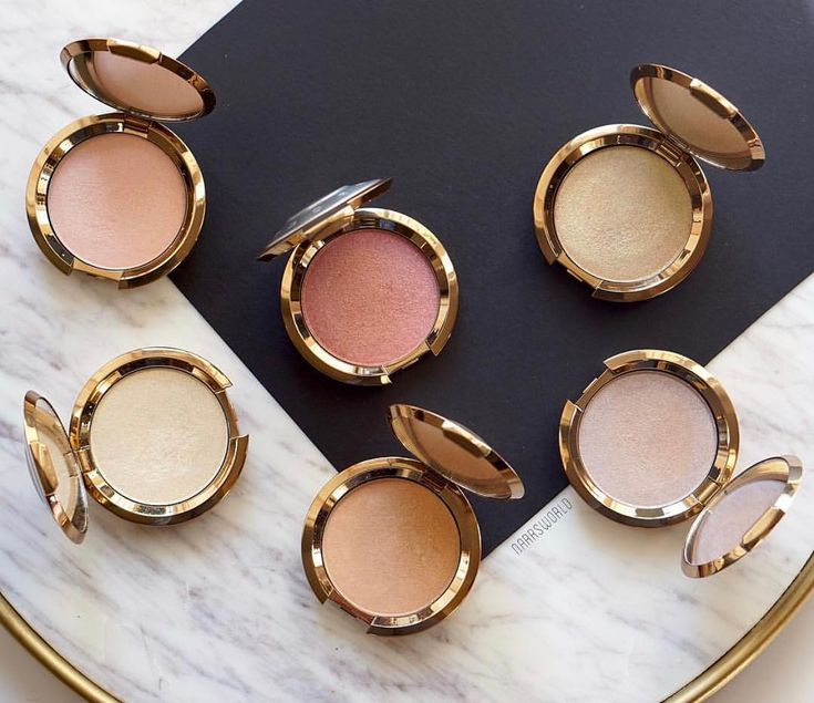 More than a highlighter, our #BECCALightChaser is infused with kaleidoscopcic pearls that make your favorite features beam bright with an otherworldly glow! Apply along your cheekbones or on your eyelids for a metamorphic infusion of colour! Get them NOW for 50% off at BECCACosmetics.com #GiftedbyBECCA #Repost @narrsworld