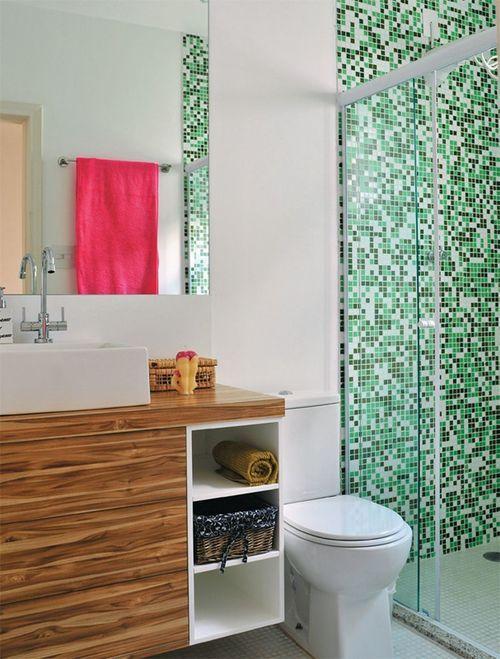 Существует огромное множество вариантов плитки для отделки ванной комнаты или санузла. Выбрать довольно сложно, глаза разбегаются от многообразия. Интересным и практичным решением станет мозаичная плитка.  Плитка мозаика устойчива к влаге, перепадам температур, она не выгорает, может приклеиваться к бетону, деревянным и металлическим поверхностям.  С помощью мозаичной плитки можно создавать рисунки или орнаменты.  Она не только практична в использовании, но и приносит эстетическое…