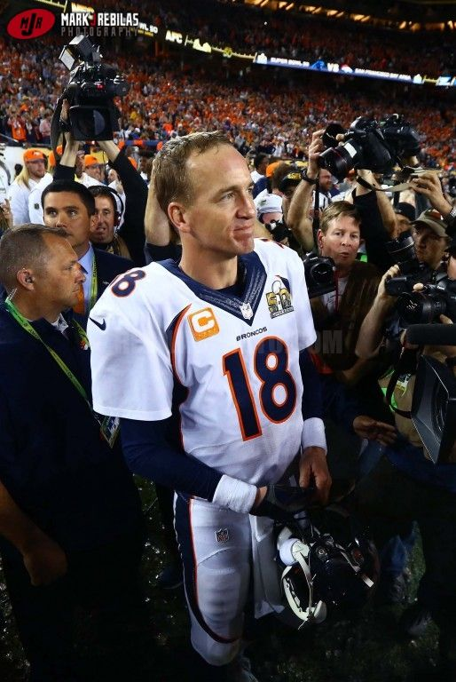 Canon 1Dx, 16-35mm, 4000iso, f4, 1/1600th, Manual Denver Broncos quarterback Peyton Manning (18) on the sidelines in the closing seconds of the game against the Carolina Panthers in Super Bowl 50 at Levi's Stadium. Mandatory Credit: Mark J. Rebilas-USA TODAY Sports