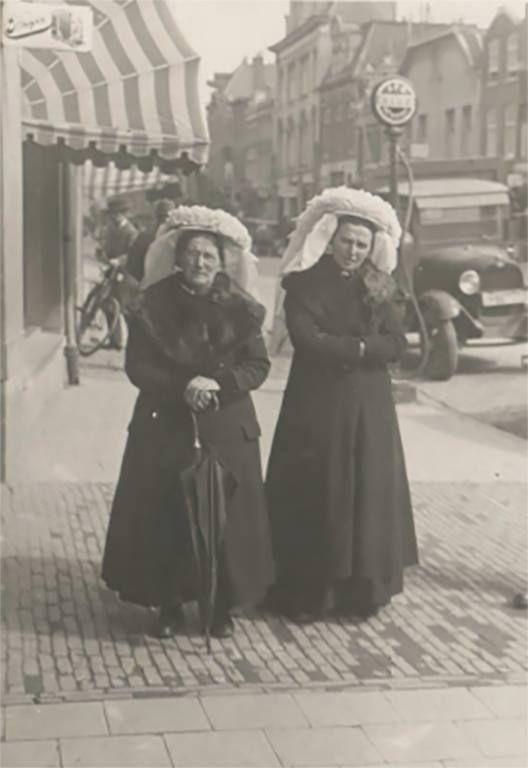 Brabantse klederdracht (poffer) den Bosch 1925