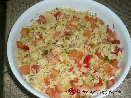 Μια πολύ εύγευστη σαλάτα, κρύα η οποία μπορεί να αποτελέσει και γεύμα από μόνη της...