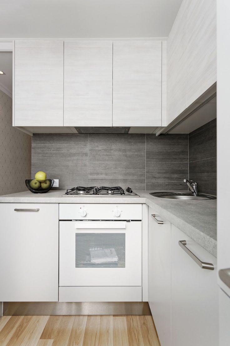 Neliela, moderna stūra virtuve sērijveida dzīvoklim - Virtuves.lv