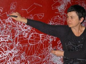 Gosia Wlodarczak - drawing performance