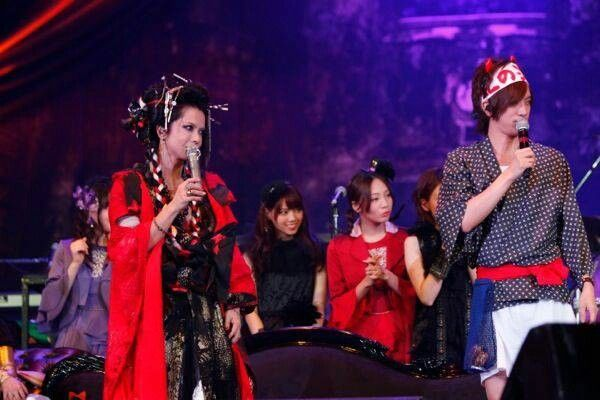 Hyde x Daigo. Daigo must be very happy beside his kamisama ^^