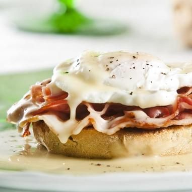 Αυγά ποσέ με φοκάτσια - Συνταγές - Tlife.gr