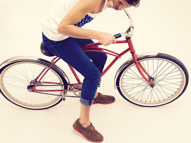 #Brantano #glamour #tendencias #summer #spring #fun #bicicleta #ciudad #bostonianos #sneakers #fashion #style #moda #estilo #city #verano #primavera #accesorios #zapatos #electric #caballero #modelo #gentleman #posh #photoshoot