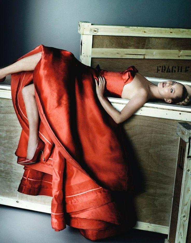 Kate Moss in Christian Dior. Vogue Spain, December 2012. Photo: Mario Testino.