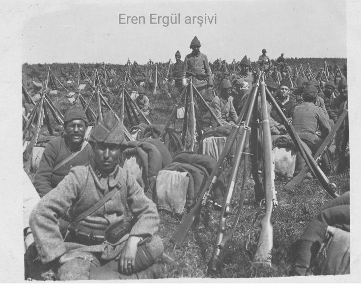 124. Alay'ın askerleri bir molada dinlenirken