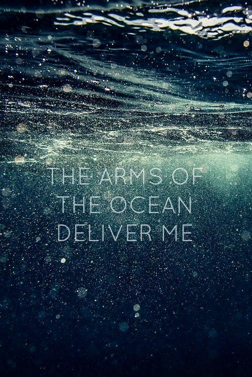 """""""Los brazos del oceano me librara"""" (random fact this is one of sharapova's favourite songs, Never Let Me Go , Florence Welch, its also mine). hecho al azar uno de canciones favoritas de sharapova, nunca Me sueltes, ."""