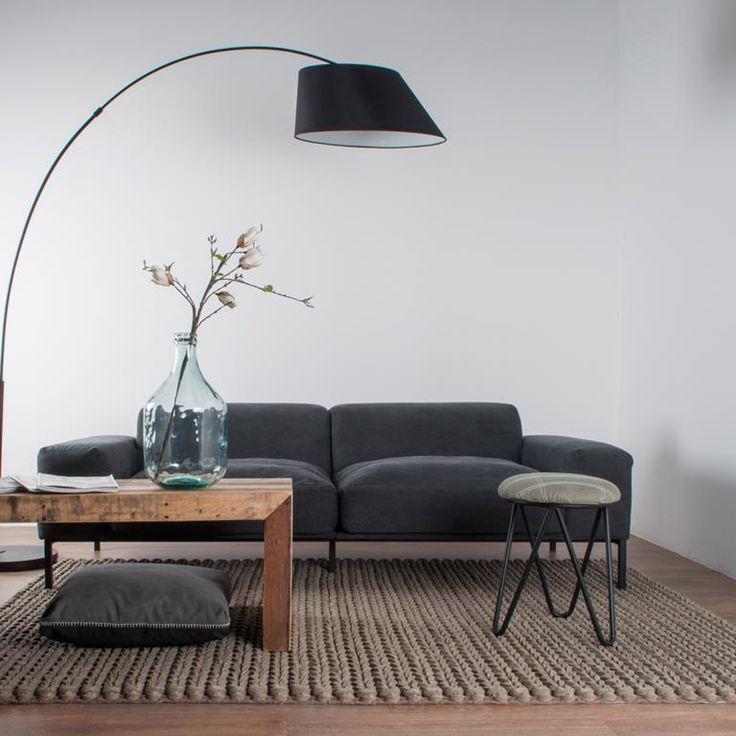 Het Zuiver Carpet Nienke is een fraai vloerkleed voor in het interieur! De prachtige weefstructuur zorgt voor een bijzondere uitstraling.  Dit Nienke vloerkleed van Zuiver is volledig met de hand geweven en gemaakt van 100 procent wol vilt.